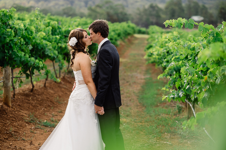emmalie-zachary-peppers-creek-barrel-room-huntervalley-wedding055