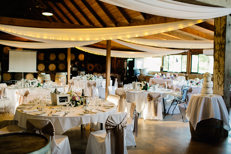 emmalie-zachary-peppers-creek-barrel-room-huntervalley-wedding066